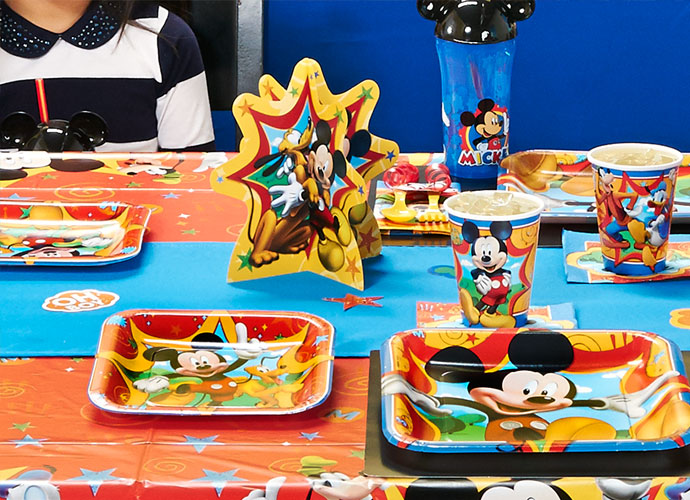 mickey-mouse-party-supplies-09-table-setting